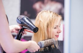 hairdressing doing young girls hair